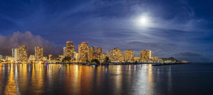USA, Hawaii Oahu, Honolulu, Skyline with Ala Wai Boat Harbour and Diamond Head at blue hour - FOF10287