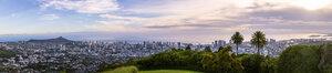 USA, Hawaii Oahu, Puu Ualakaa State Park, View from Tantalus Lookout to Honolulu and Diamond Head - FOF10290