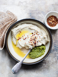 Pita bread with hummus and basil pesto dip, chilli flakes - CUF48720