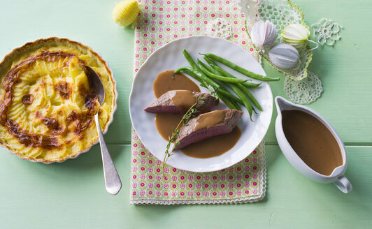 Lamb fillet with potato gratin and French beans - PPXF00176