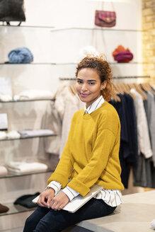 Deutschland, NRW, Köln, Fashion, Store, shopping, sales, - PESF01378