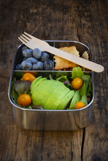 Lunch box of leaf salad, avocado, blueberries, tomatoes and crackers - LVF07779