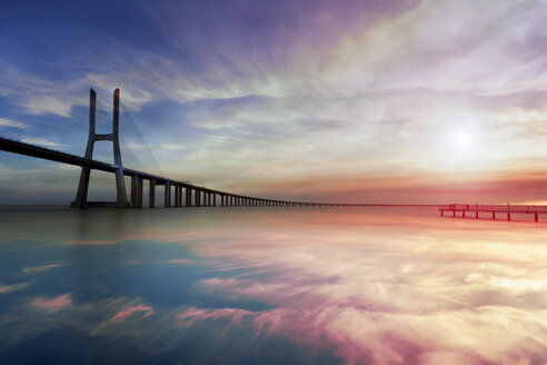 Portugal, Lisbon, Vasco da Gama bridge in the morning - FCF01677