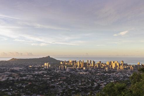 USA, Hawaii, Oahu, Puu Ualakaa State Park, View from Tantalus Lookout to Honolulu and Diamond Head - FOF10307