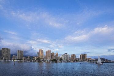 USA, Hawaii, Oahu, Honolulu at blue hour - FOF10313