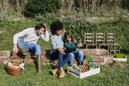 Happy family taking a break after harvesting vegetables, taking selfies - GEMF02793