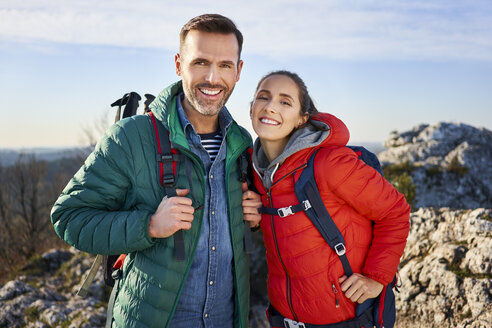 Portrait of happy couple on a hiking trip in the mountains - BSZF00934