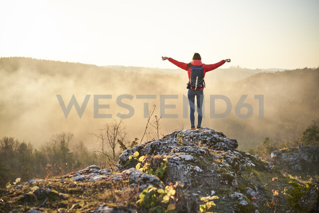 Woman on a hiking trip in the mountains standing on rock enjoying the view - BSZF00970 - Bartek Szewczyk/Westend61