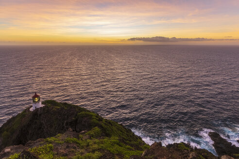 USA, Hawaii, Oahu, Honolulu, View from Makapu'u Point, Lighthouse at sunrise - FOF10336