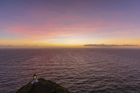 USA, Hawaii, Oahu, Honolulu, View from Makapu'u Point, Lighthouse before sunrise - FOF10339