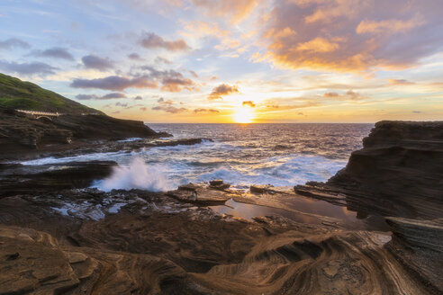 USA, Hawaii, Oahu, Lanai, Pacific Ocean at sunrise - FOF10360
