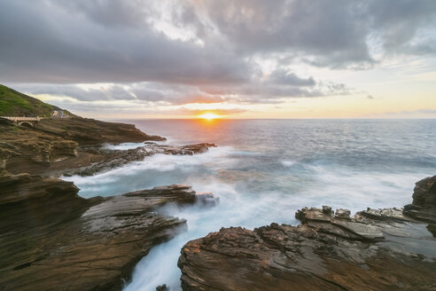 USA, Hawaii, Oahu, Lanai, Pacific Ocean at sunrise - FOF10366