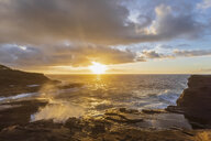 USA, Hawaii, Oahu, Lanai, Pacific Ocean at sunrise - FOF10372