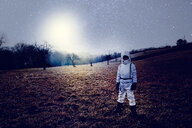 Boy wearing white space suit, starry sky - HMEF00200
