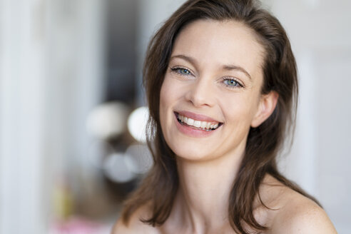 Portrait of laughing woman with brown hair - DIGF05843