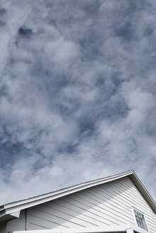 USA, Florida, Roof of the house and cloudy sky - AZF00118