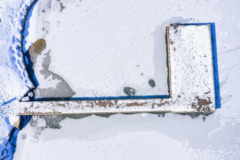 Luftaufnahme, Holzsteeg, Winter am Aichstruter Stausee, Schwäbischer Wald, Rems-Mur-Kreis, Baden Württemberg, Deutschland - STSF01837