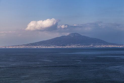Italy, Campania region, Naples province, Sorrento city, view of Mount Vesuvius and Gulf of Naples from Sorrentine Peninsula - FLMF00137