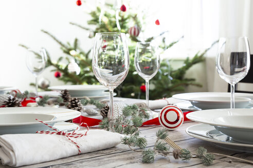 Laid table with Christmas decoration - LVF07809