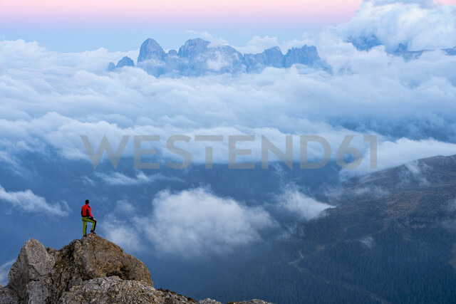 Italy, Veneto, Dolomites, Alta Via Bepi Zac, mountaineer standing on Pale di San Martino mountain at sunset - LOMF00826 - Lorenzo Mattei/Westend61