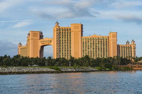 Bahamas, Nassau, Paradise Island, Hotel Atlantis at the waterfront - RUNF01305
