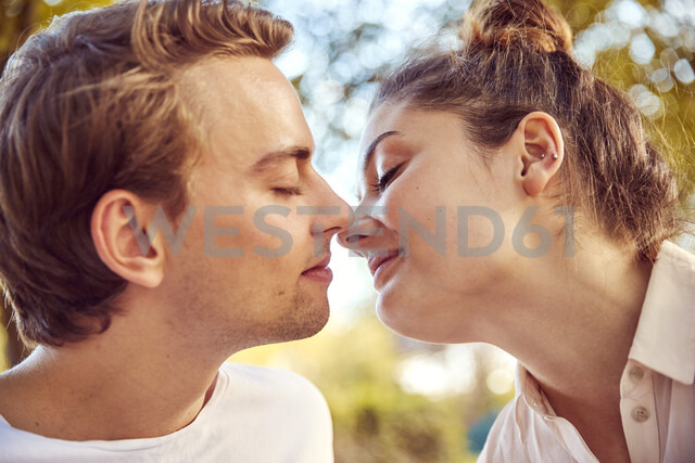 Young couple in love kissing at a park - JHAF00056 - Julia Haack/Westend61