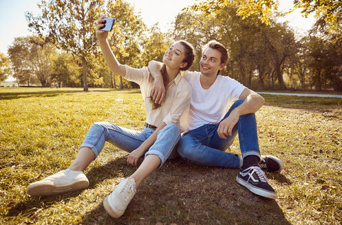 Young couple taking a selfie at a park - JHAF00068