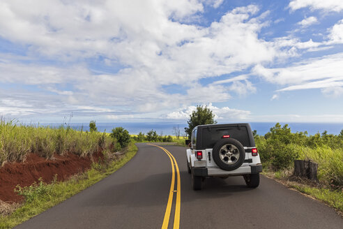 USA, Hawaii, Kaua'i, Waimea Canyon State Park, Jeep on Kokee Road - FOF10495