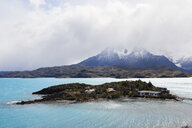 Chile, Patagonia, Landscape of river and mountains of Torres del Paine National Park - IGGF00771