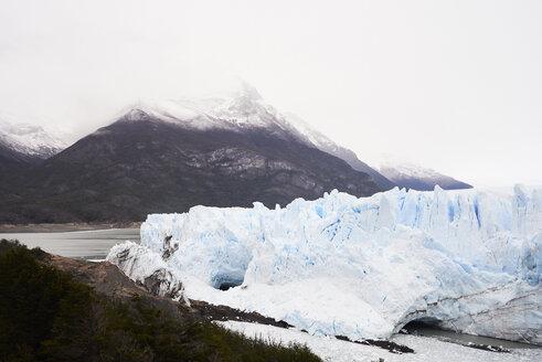 Broken ice from glacier in Perito Moreno Glacier, Patagonia, Argentina. - IGGF00783