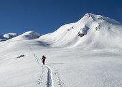 Switzerland, Bagnes, Cabane Marcel Brunet, Mont Rogneux, ski touring in the mountains - ALRF01374
