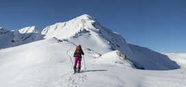 Switzerland, Bagnes, Cabane Marcel Brunet, Mont Rogneux, woman ski touring in the mountains - ALRF01389