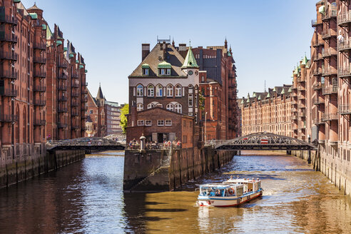 Germany, Hamburg, Old Warehouse District and water castle - WD05127