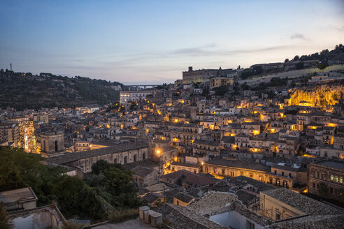 Italy, Sicily, Modica, townscape in the evening - MAMF00443