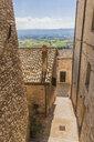 Italy, Umbria, Assisi, town lane - FLMF00152