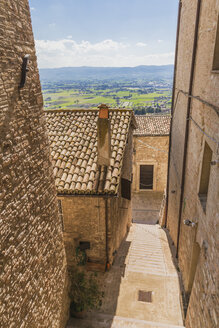 Italy, Umbria, Assisi, town lane - FLMF00152
