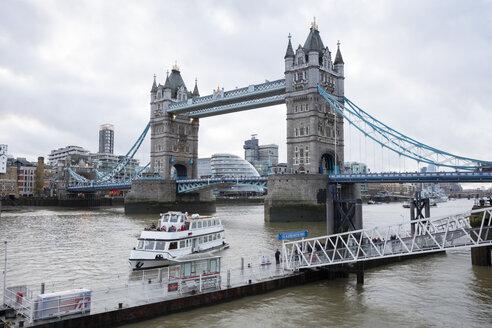 UK, London, St. Katharine's Pier, Tower Bridge - WI03846