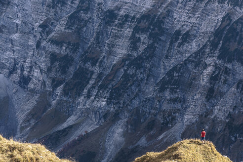 Austria, Tyrol, Hinterriss, man standing on an edge in the Karwendel mountains between Torkopf and Gamskar - WFF00028