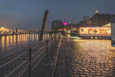 Germany, Hamburg, Altona, fish market with snack stalls - KEBF01202