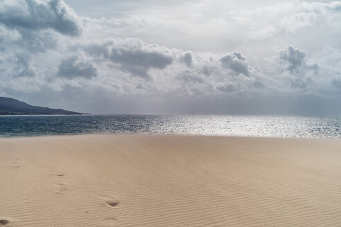 Spain, Tarifa, view from beach to the sea - OCMF00293