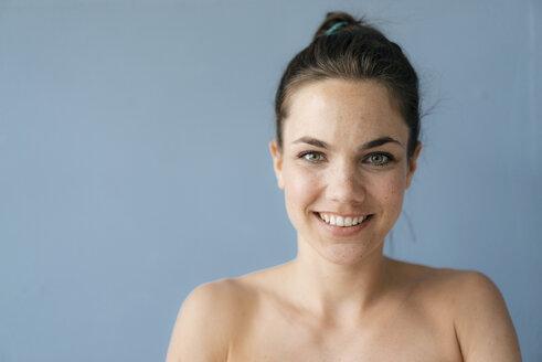 Portrait of a pretty woman with bare shoulders - KNSF05692