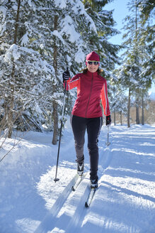 Germany, Bavaria, Wallgau, Isar Valley, Canada trail, cross country skier in winter landscape - MRF01924