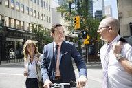 Business people crossing city street - HEROF25541