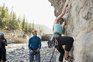Woman rock climbing on rock - HEROF25860