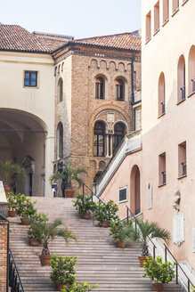Italy, Veneto, Padua, stairs - FLMF00159