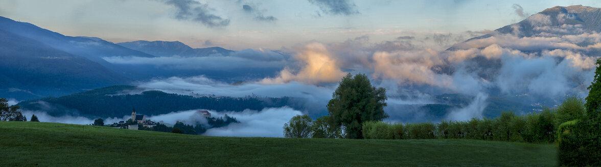 Italy, Trentino, South Tirol, Pustertal, Rodeneck at sunrise - LOMF00839