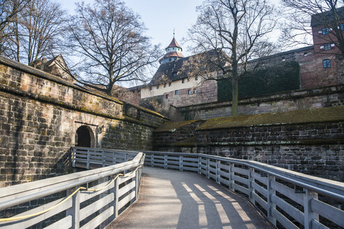Germany, Nuremberg, Back entrance to Nuremberg Castle - RUN01372