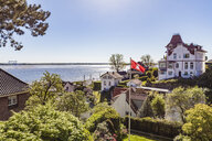 Germany, Hamburg, Blankenese, residential houses at the Elbe shore - WDF05173