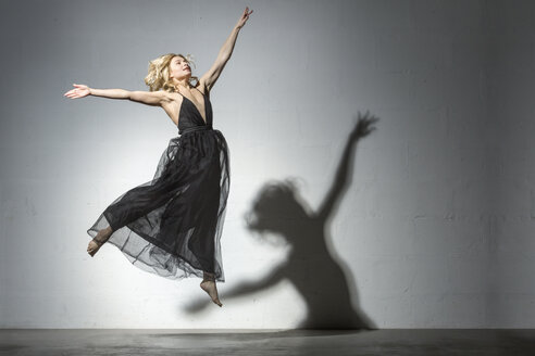 Blond woman dancing in black dress - VGF00212