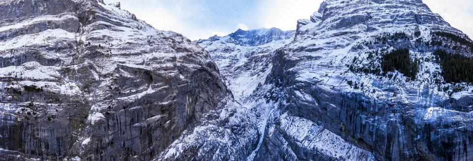 Switzerland, Canton of Bern, Grindelwald, townscape in winter, Wetterhorn and Mittelhorn, Grindelwald Glacier - AMF06799